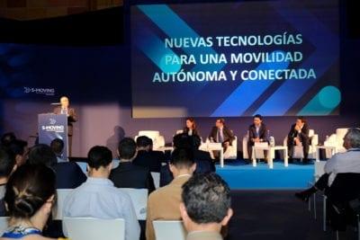 Mesa de debate centrada en las nuevas tecnologías para una movilidad autónoma y conectada