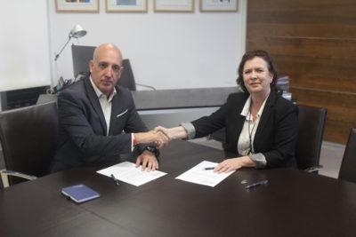 Noriega y De Aguilar firmando acuerdo de colaboración en S-Moving