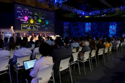 Profesionales asistiendo a las conferencias de S-Moving Forum